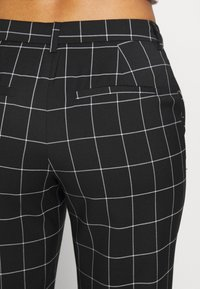 ONLY - ONLSARAH CHECK PANT - Bukse - black/creme - 3
