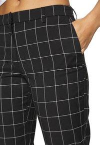 ONLY - ONLSARAH CHECK PANT - Bukse - black/creme - 5