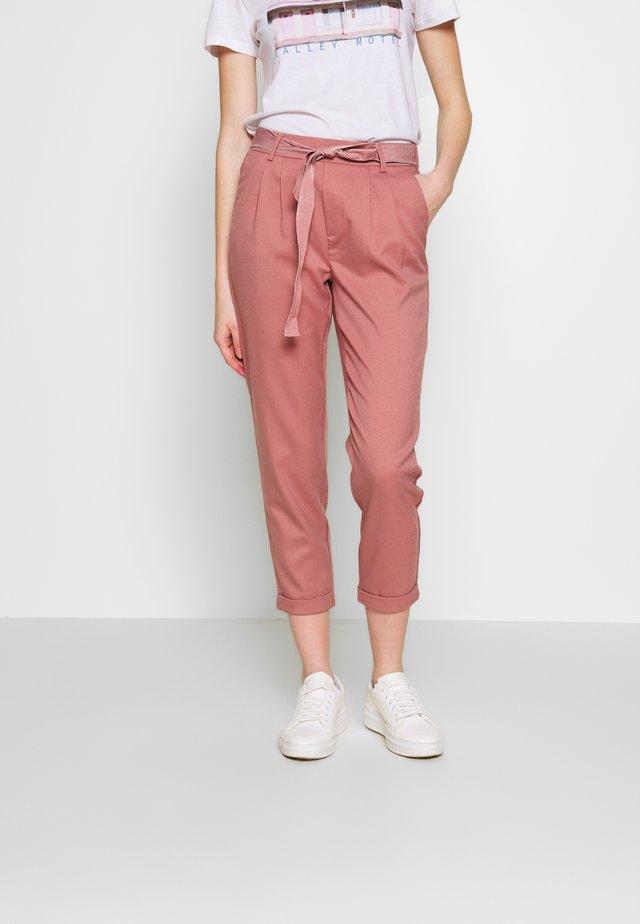 ONLRITA LOOSE BELT PANT - Pantalones - burlwood