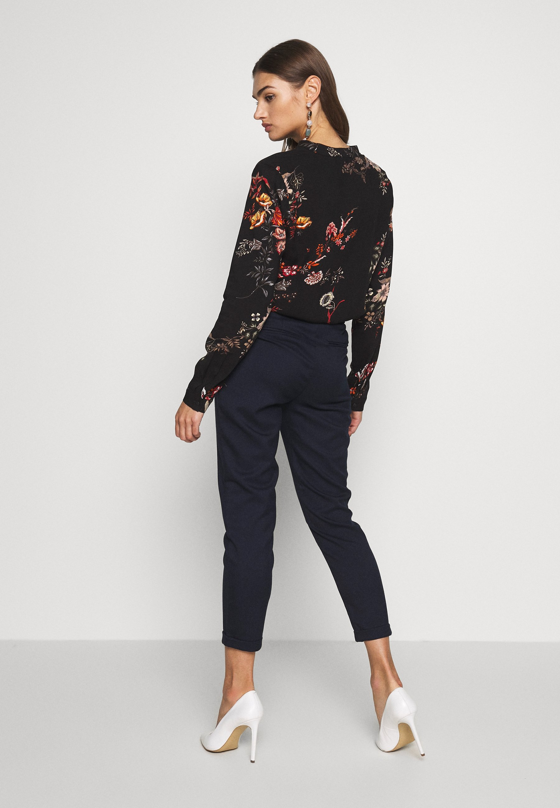 ONLY ONLRITA LOOSE BELT PANT - Trousers - night sky