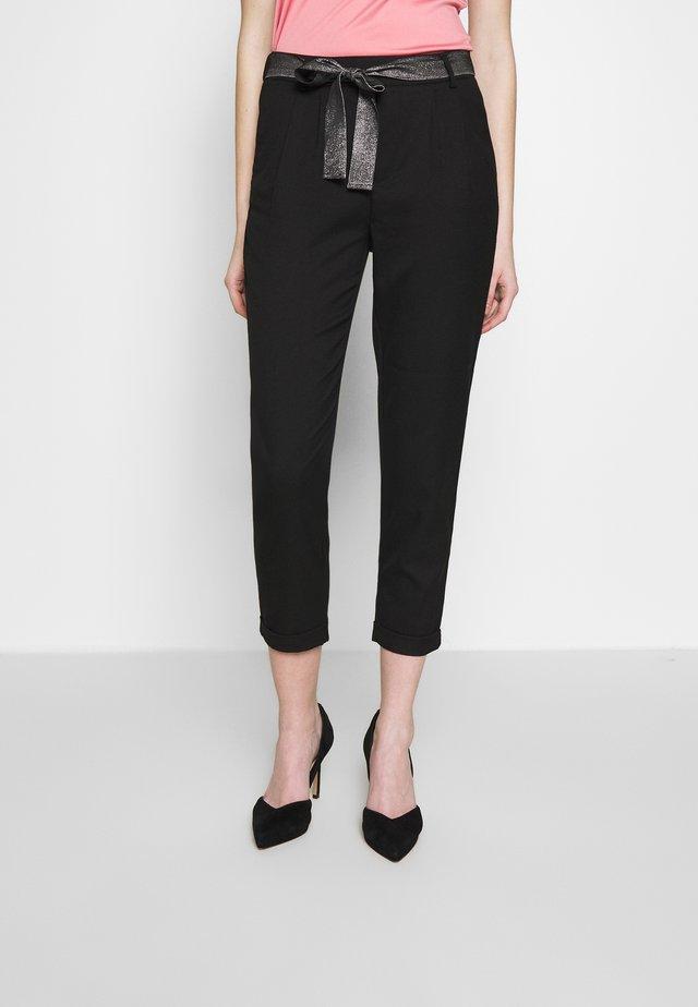 ONLRITA LOOSE BELT PANT - Pantaloni - black