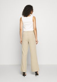 ONLY - ONQVILMA PINSTRIPE PANT - Pantalones - chinchilla/cloud dancer - 2