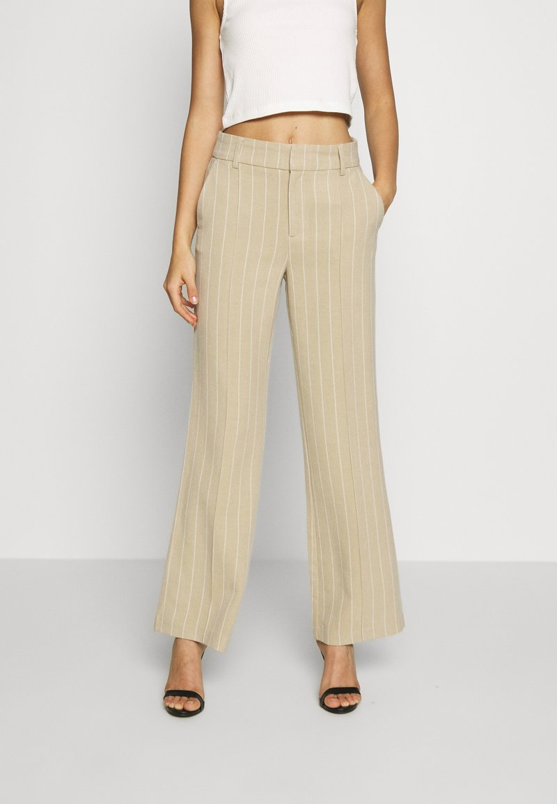 ONLY - ONQVILMA PINSTRIPE PANT - Pantalones - chinchilla/cloud dancer