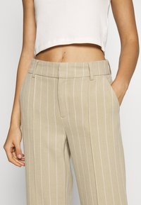 ONLY - ONQVILMA PINSTRIPE PANT - Pantalones - chinchilla/cloud dancer - 4