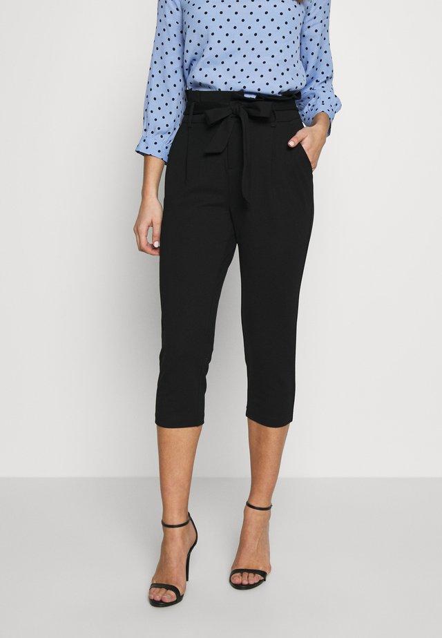 ONLPOPTRASH YO EASY CAPRI PANT - Pantalones - black
