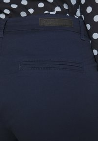 ONLY - ONLPARIS PANTS - Chinos - navy blazer - 5