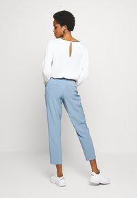 ONLY - ONLVILDA ASTRID CIGARETTE PANT - Pantaloni - faded denim - 2