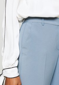 ONLY - ONLVILDA ASTRID CIGARETTE PANT - Pantaloni - faded denim - 5