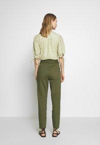 ONLY - ONLPIXI PAPERBACK PANT - Trousers - kalamata - 2