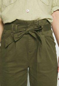 ONLY - ONLPIXI PAPERBACK PANT - Trousers - kalamata - 4