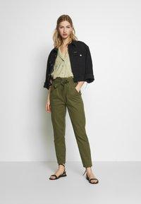 ONLY - ONLPIXI PAPERBACK PANT - Trousers - kalamata - 1
