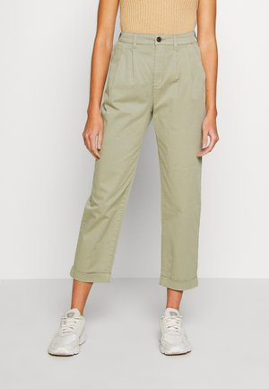 ONLCAROLINE CARROT PANT - Trousers - silver sage