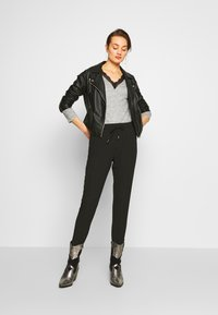 ONLY - ONLNOVA LUX PANT SOLID - Pantalones - black - 1