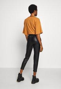 ONLY - ONLPOPTRASH  PANT  - Spodnie materiałowe - black - 2