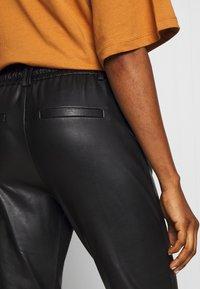 ONLY - ONLPOPTRASH  PANT  - Spodnie materiałowe - black - 3