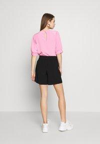 ONLY - ONLSAGE RUNA LIFE  STRIPE   - Shorts - black - 2