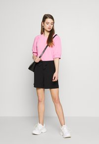 ONLY - ONLSAGE RUNA LIFE  STRIPE   - Shorts - black - 1