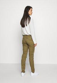 ONLY - ONLMAUDE BONACO CHINO PANT - Trousers - kalamata - 2
