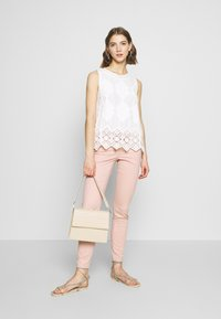 ONLY - ONLMAUDE BONACO CHINO PANT - Bukse - misty rose - 1