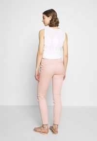 ONLY - ONLMAUDE BONACO CHINO PANT - Bukse - misty rose - 2