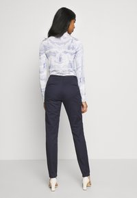 ONLY - ONLMAUDE BONACO CHINO PANT - Broek - night sky - 2