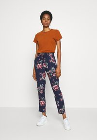 ONLY - ONLNOVA LIFE PANT - Bukse - night sky/rose - 1