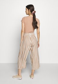 ONLY - ONLASTRID CULOTTE PANTS  - Spodnie materiałowe - cloud dancer/beige stripes - 2