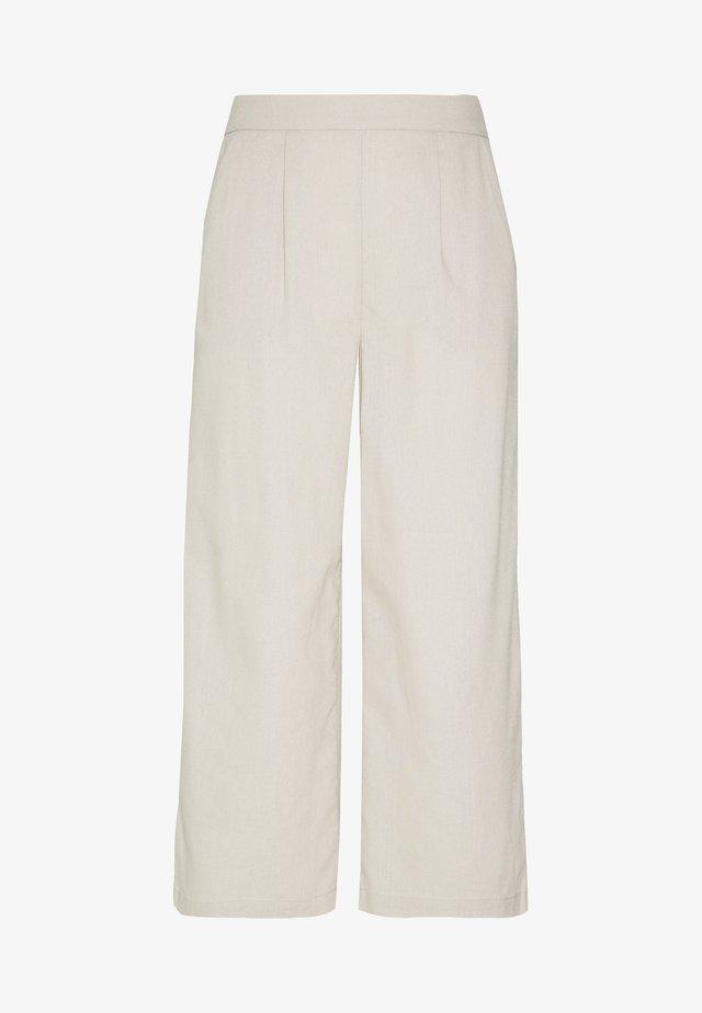 ONLCARISA BIBS CULOTTE PANT  - Pantalones - pumice stone