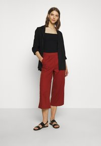 ONLY - ONLCARISA BIBS CULOTTE PANT  - Trousers - burnt henna - 1