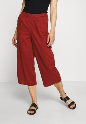 ONLCARISA BIBS CULOTTE PANT  - Spodnie materiałowe - burnt henna