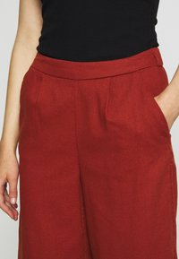ONLY - ONLCARISA BIBS CULOTTE PANT  - Trousers - burnt henna - 4