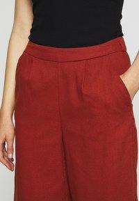 ONLY - ONLCARISA BIBS CULOTTE PANT  - Pantalones - burnt henna - 4