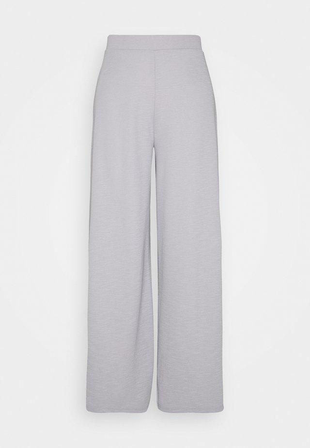 ONLLAYLA WIDE PANTS - Pantalones - light grey melange