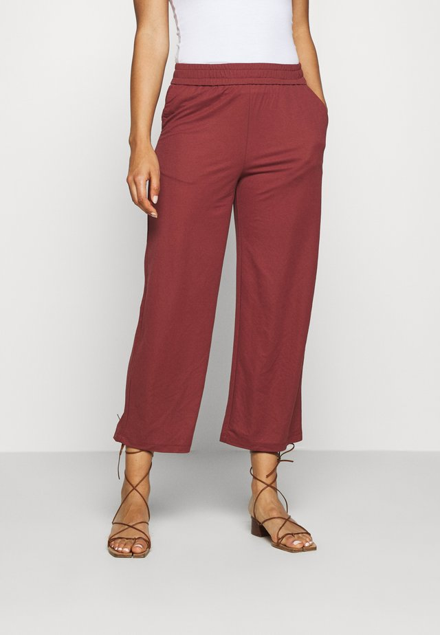 ONLNAIRI CECILY WIDE PANT - Pantalones - pomegranate