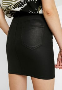 ONLY - ONLFIA COATED SKIRT - Minirok - black - 3