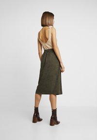 ONLY - ONLCORDY MIDI SKIRT - A-snit nederdel/ A-formede nederdele - kalamata - 2