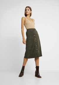 ONLY - ONLCORDY MIDI SKIRT - A-snit nederdel/ A-formede nederdele - kalamata - 1