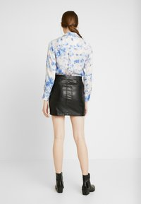 ONLY - ONLNORMA SKIRT - Minifalda - black - 2
