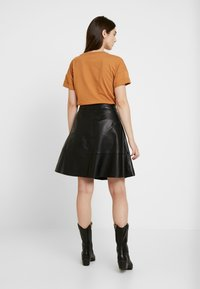 ONLY - ONLLENA LEATHER SKATER SKIRT  - A-linjainen hame - black - 2