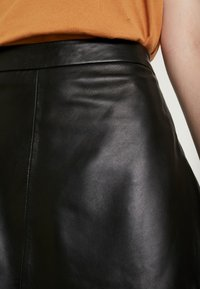 ONLY - ONLLENA LEATHER SKATER SKIRT  - A-linjainen hame - black - 4
