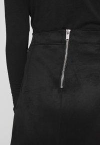 ONLY - ONLLINEA BONDED - Áčková sukně - black - 5