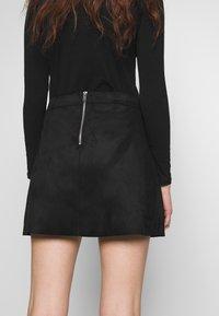 ONLY - ONLLINEA BONDED - Áčková sukně - black - 3