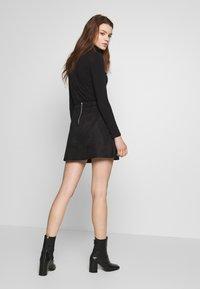 ONLY - ONLLINEA BONDED - Áčková sukně - black - 2