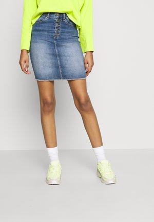 ONLBLUSH RAW - Denimová sukně - light blue denim