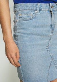 ONLY - ONLFAN SKIRT RAW EDGE  - Denim skirt - light blue denim - 4