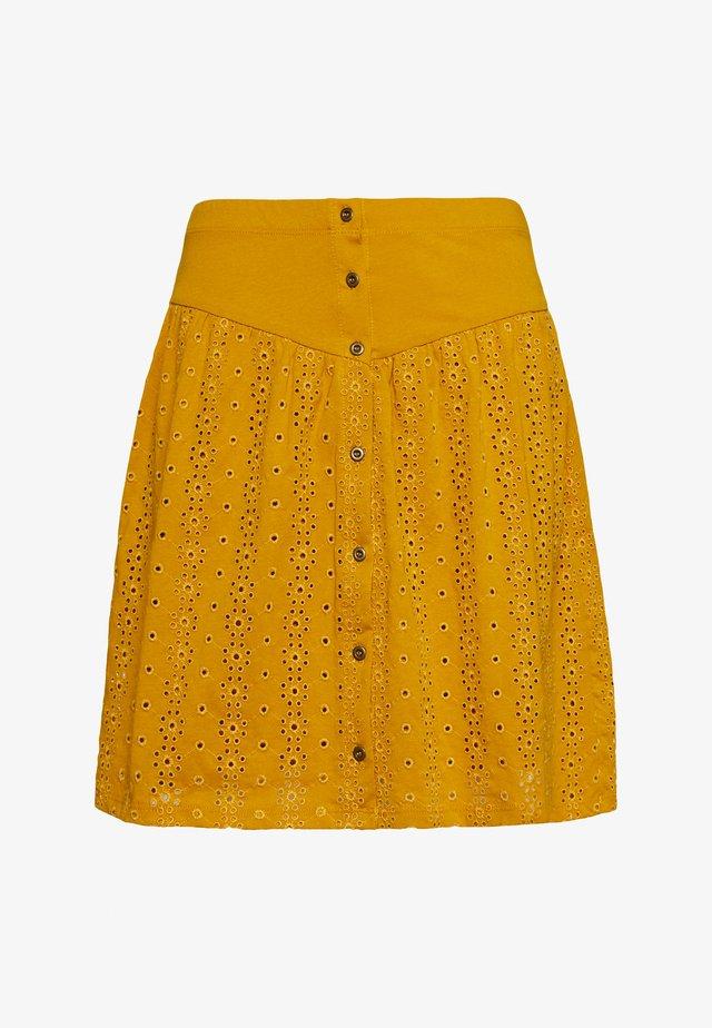ONLVANNA SHORT SKIRT - Falda acampanada - golden yellow
