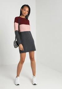 ONLY - NEW BLOCK DRESS - Jumper dress - chocolate truffle/w. misty rose mel - 1
