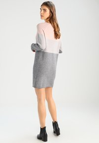 ONLY - NEW BLOCK DRESS - Vestido de punto - mahogany rose/w melange/light grey - 2