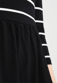ONLY - ONLAMBER 3/4 FIT AND FLAIR DRESS - Robe en jersey - black/cloud dancer - 5