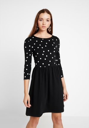 ONLAMBER 3/4 FIT AND FLAIR DRESS - Jerseykjole - black/cloud dancer